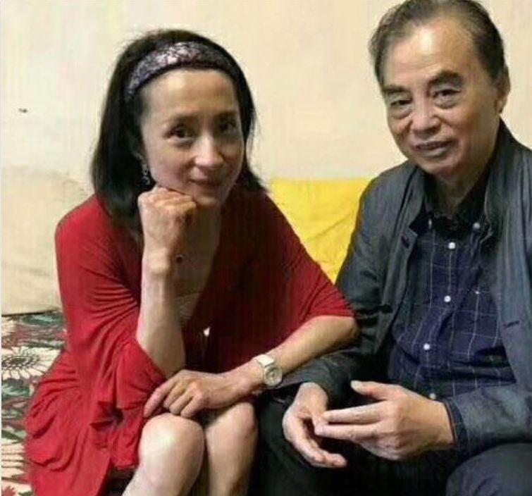 被指與眾多中共高官有密切關係的軍旅歌手湯燦,近日高調在社交網絡上露面。(網絡圖片)