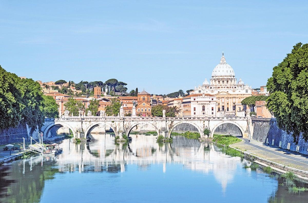 由布拉曼帖、米開朗基羅等設計的聖彼得大教堂St. Peter's Basilica,是文藝 期最著名的建築。(Fotolia)