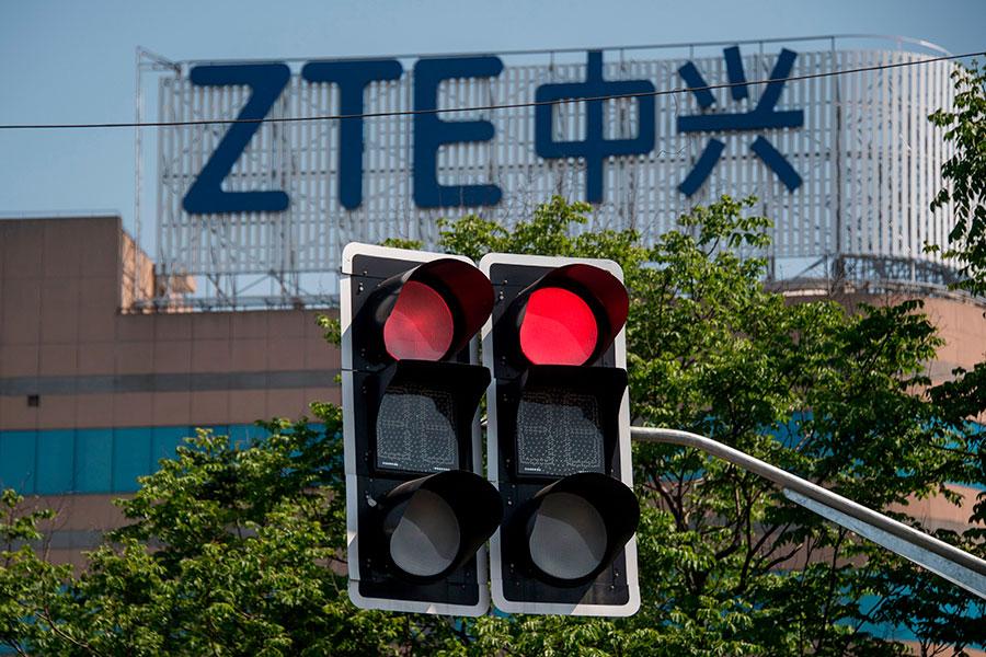 7月2日,美國商務部批准了中興暫時恢復部份業務,為期一個月。(JOHANNES EISELE/AFP/Getty Images)