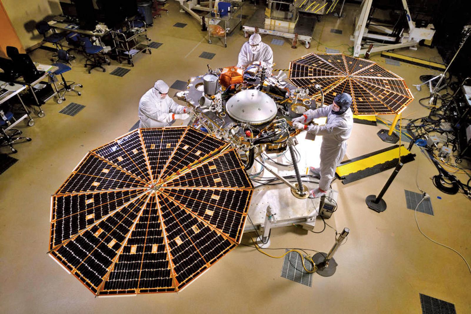 「洞察號」到達火星後,將開始為期兩年的實驗,旨在加強科學家對火星內部深處的理解。(NASA)