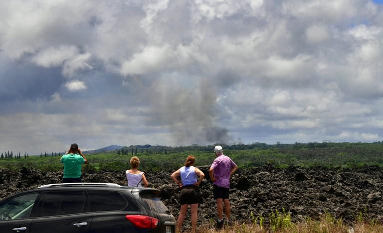 大量有毒的二氧化硫氣體從「熔岩裂縫」中散出,居民不得不撤離。(AFP PHOTO/Frederic J. BROWN)