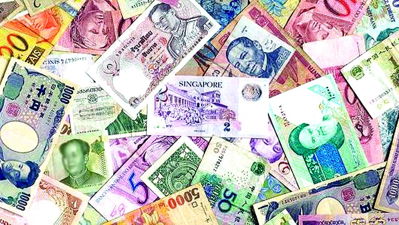 新興市場貨幣創一年多來最大貶幅,加上美聯儲加息預期,近兩周撤離資金達55億美元,多種貨幣拋售壓力依然沉重。(AFP)