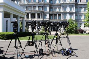 特朗普建議吊銷假新聞媒體記者證