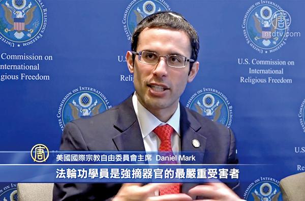 5月8日,美國國際宗教自由委員會(USCIRF)主席Daniel Mark在簡報會上發言。(新唐人電視台)