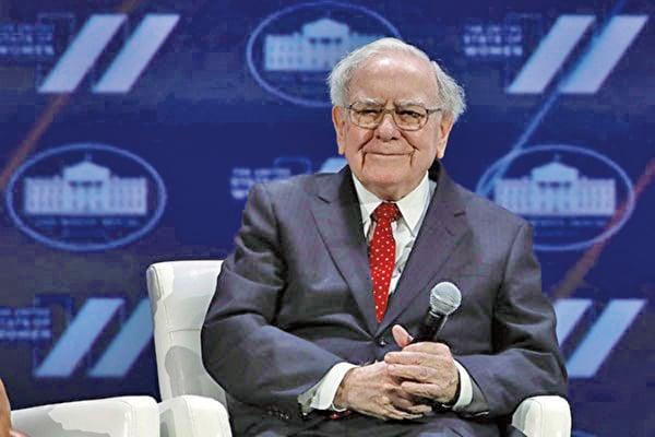 「股神」巴菲特表示,他非常看好蘋果公司,希望擁有該公司100%的股份。(Alex Wong/Getty Images)