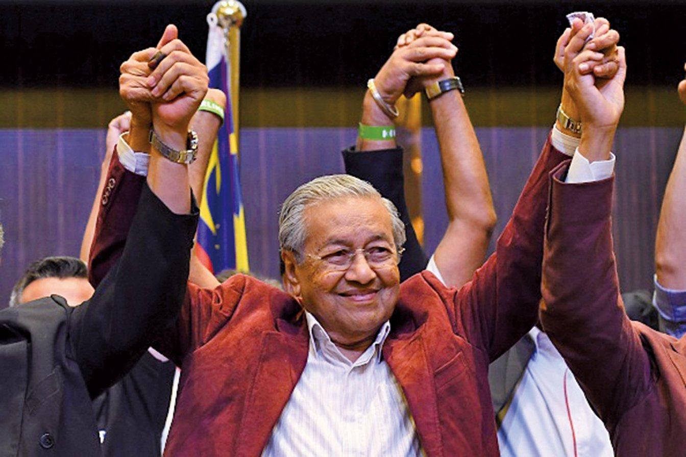 馬來西亞第14屆大選結束,92歲馬哈迪當選新任首相。(AFP)