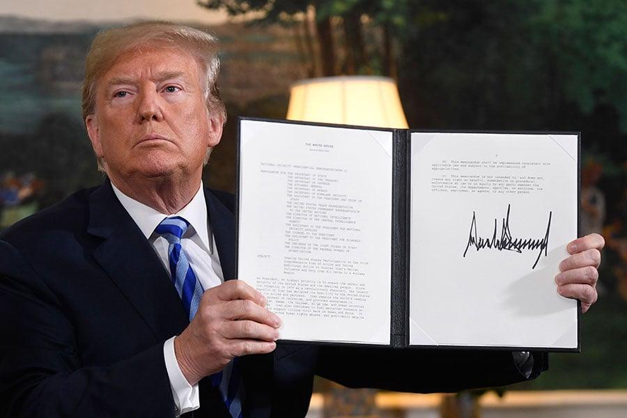 特朗普總統5月8日簽署了一份行政備忘錄,啟動了美國撤出伊朗核協議的進程。伊朗對華原油出口也將受限。(SAUL LOEB/AFP/Getty Images)