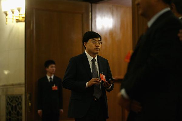 近期北京媒體人劉成昆因撰寫小說被指影射伊利集團領導層,遭到內蒙古警方跨省抓捕。圖為3月11日伊利集團董事長潘剛。(Getty Images)