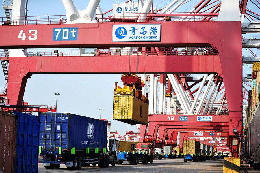 圖為山東青島港。(AFP/Getty Images)