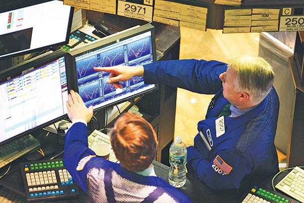 據統計,標普企業中首季買回自家股票最多的前20家,股價平均漲幅5.2%,遠超過標普500的1.9%,有力支撐了美股。(Getty Images)
