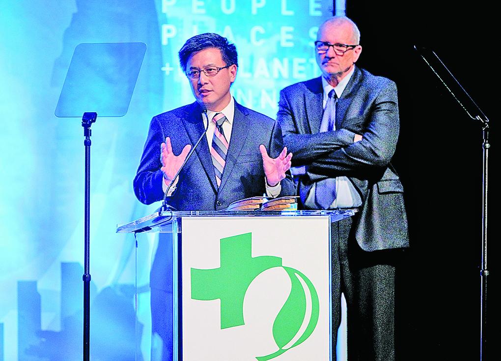 現任加州財務長江俊輝(左)競選加州州長。(Getty Images)