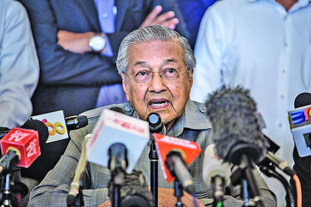 馬哈蒂爾5月10日宣誓就任馬來西亞新首相,暗示對湧入的中國投資實行強硬路線。(Getty Images)