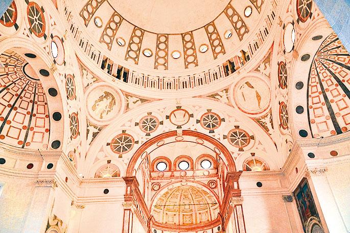 意大利米蘭的天主教建築「恩寵聖母」內景。(Carlo Dell'Orto/Wikipedia )