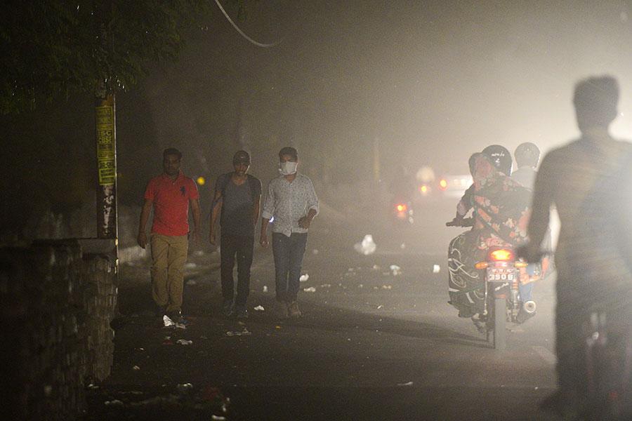 印度再遇沙塵暴和雷暴侵襲。(SANJAY KANOJIA/AFP/Getty Images)
