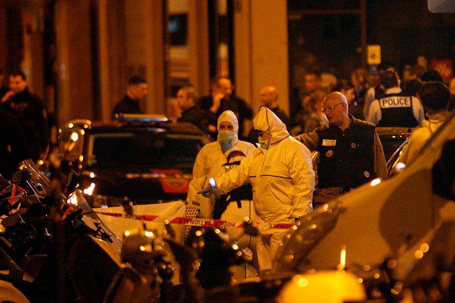 現場大批警力在調查。(GEOFFROY VAN DER HASSELT/AFP/Getty Images)