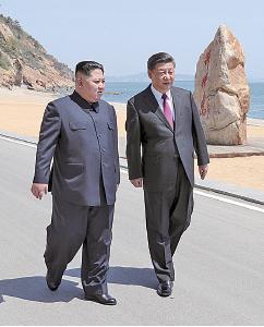 北韓領導人金正恩7日第二度訪華與習近平會談後,北韓釋放三名美國公民。特朗普隨後指中美在貿易上正在協商,因北京在北韓問題上幫了美國。(AFP)