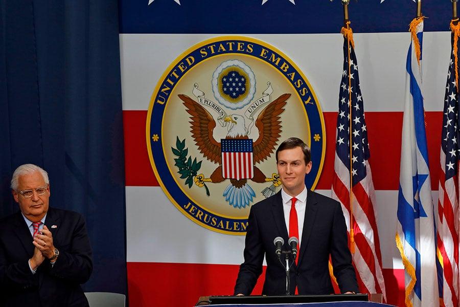 庫什納5月14日參加美國駐以色列新大使館的開幕儀式,並發表演說。(MENAHEM KAHANA/AFP/Getty Images)