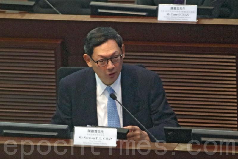 陳德霖昨日出席立法會財經事務委員會會議,匯報香港經濟的最新情況。(蔡雯文/大紀元)
