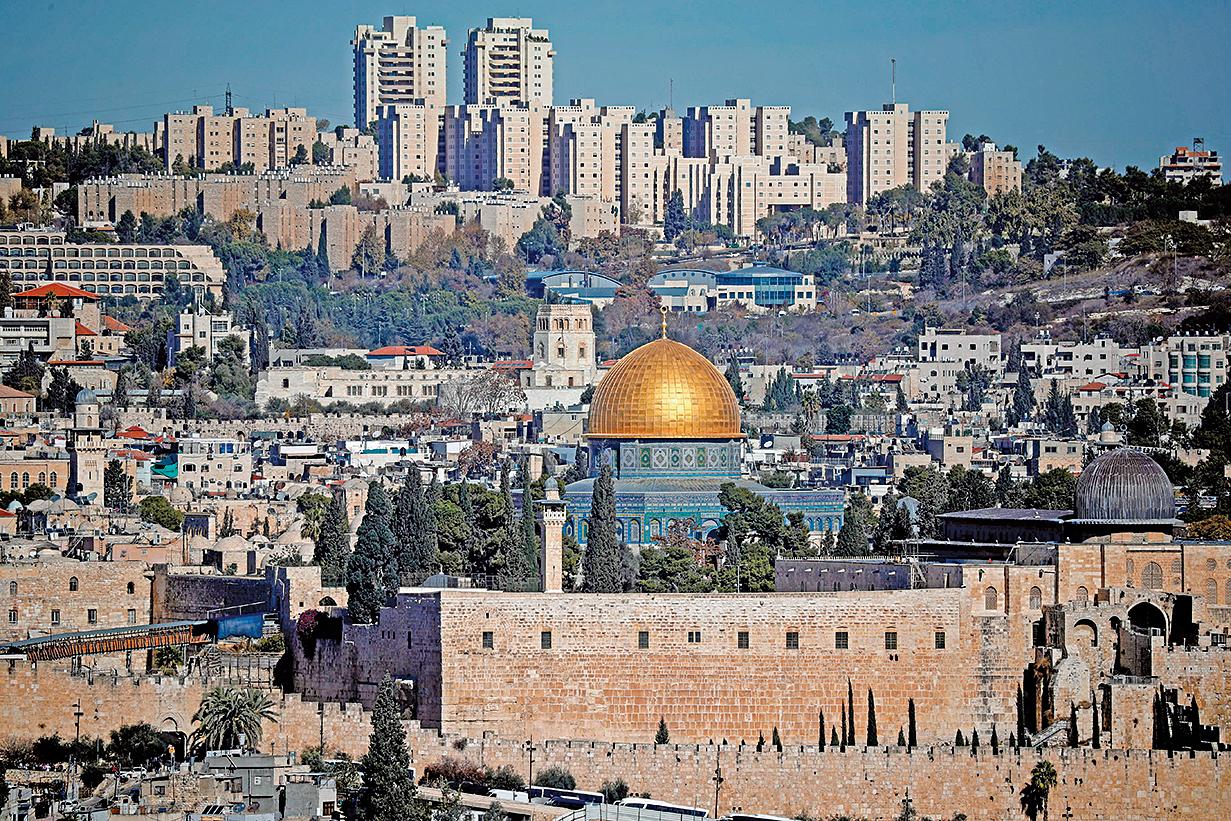 美國駐以色列大使館於周一(5月14日)從特拉維夫正式遷往耶路撒冷。美國總統特朗普的女兒伊萬卡和女婿庫什納參加了周一舉行的新大使館開幕典禮。(AFP)