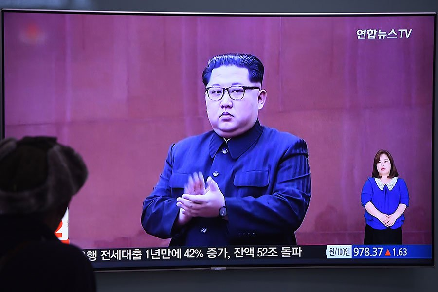 特金會臨近,16日北韓突然反常地以美韓軍演為由,宣佈取消與南韓的高層峰會,並威脅取消特金會。圖為金正恩。(JUNG YEON-JE/AFP/Getty Images)