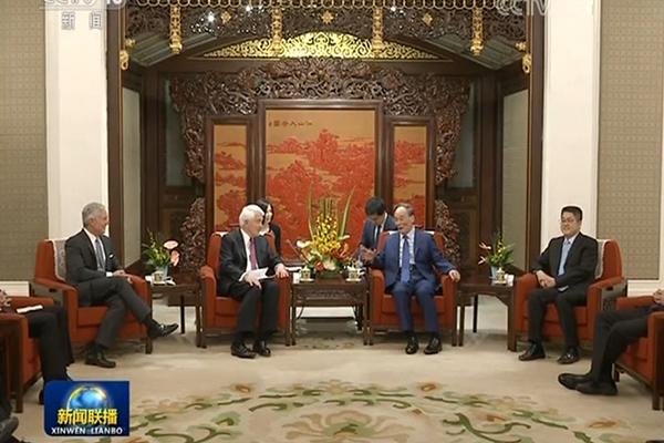 5月15日,王岐山在中南海會見出席第十輪中美工商領袖和前高官對話的美方代表。(視像擷圖)
