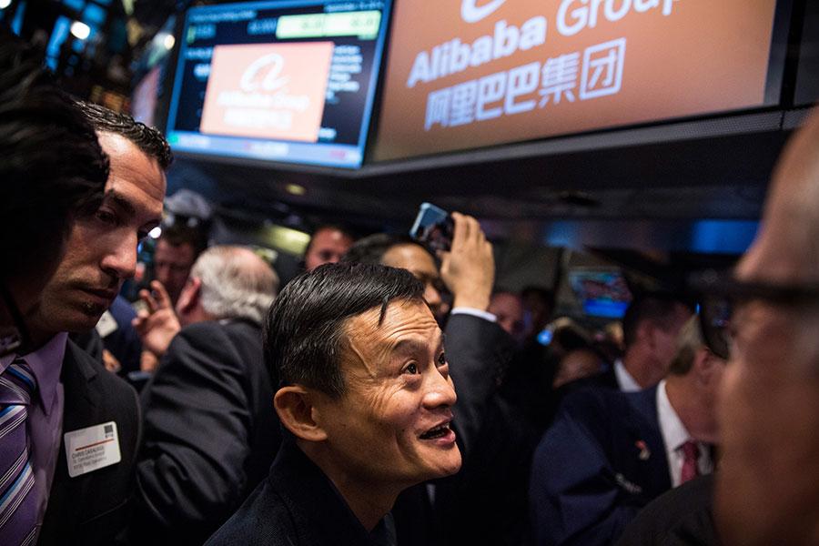 近年來,一些中國頂尖企業選擇到海外上市。現在,中共打算引誘它們回國。(Andrew Burton/Getty Images)
