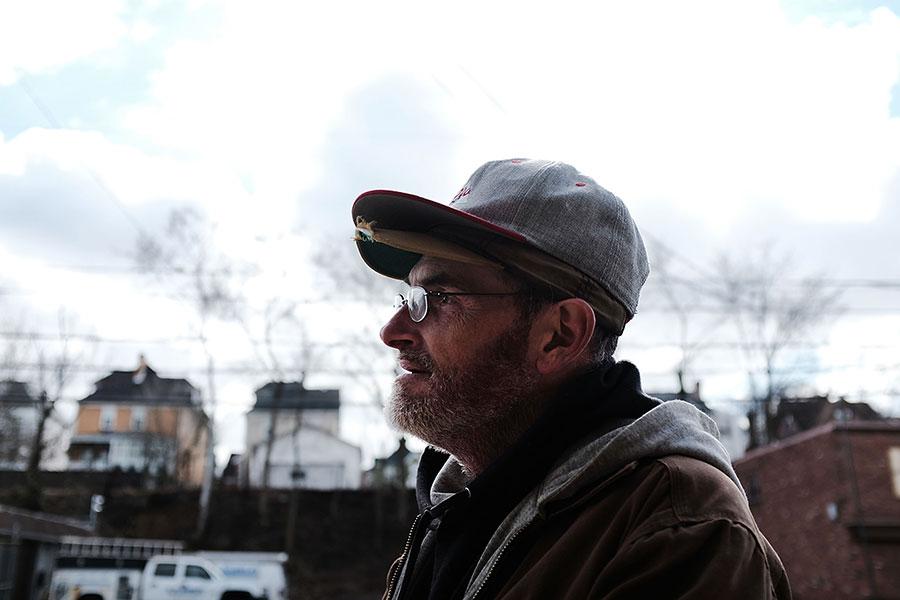 在2000年代數百萬失去製造業工作的美國人早就知道,中共要為他們的失業負責,而不是機械人。(Spencer Platt/Getty Images)
