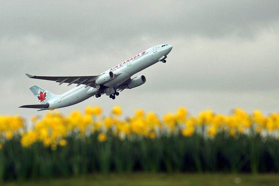 在加航決定在訂票網站上將台北列為中國的一部份之後,台灣外交部周二(5月15日)發佈聲明,要求加航「迅速更正」。(ADRIAN DENNIS/AFP/Getty Images)