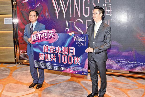 新地,昨日舉行晉海II新盤銷售會,新地副董事總經理雷霆(左)和新地代理總經理陳漢麟(右)親自出馬。(郭威利/大紀元)