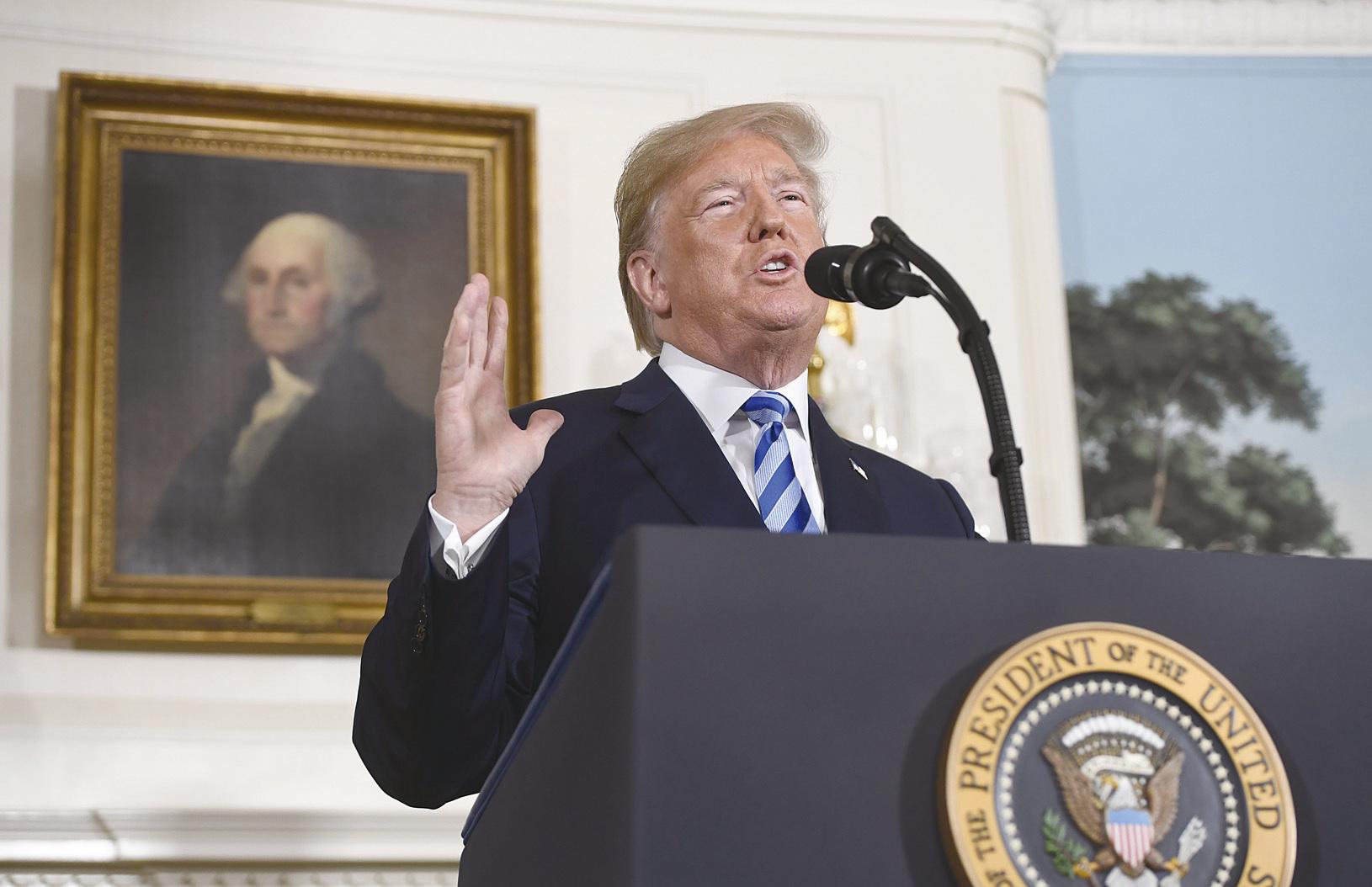 美國總統特朗普周二(5月8日)在白宮宣佈,美國將退出有關伊朗核計劃的國際協議,並重啟對伊朗的制裁。(SAUL LOEB/AFP)