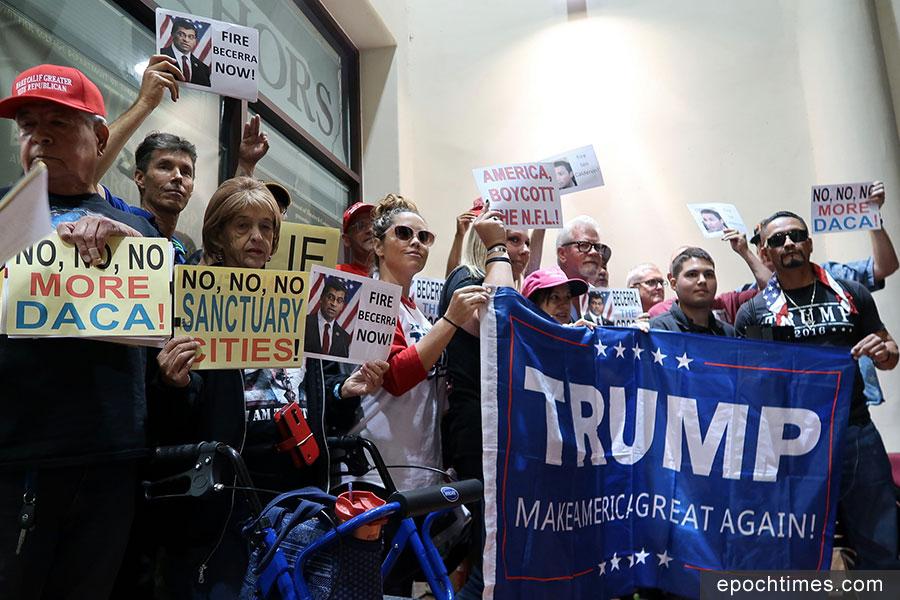 支持特朗普總統、反對庇護城政策的加州人。(徐綉惠/大紀元)