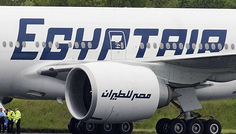 周四(19日),埃及航空公司從巴黎飛往開羅的航班於埃及領空消失,並於希臘喀帕蘇斯島(Karpathos)外海墜毀。(AFP)