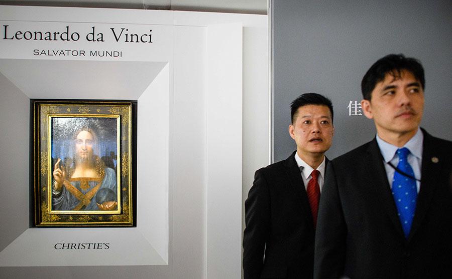香港出生的李振成從1994年到2007年擔任中情局官員。他被控將數十萬美元的非法款項存入香港滙豐銀行個人帳戶。右一為李振成。(ANTHONY WALLACE/AFP/Getty Images)