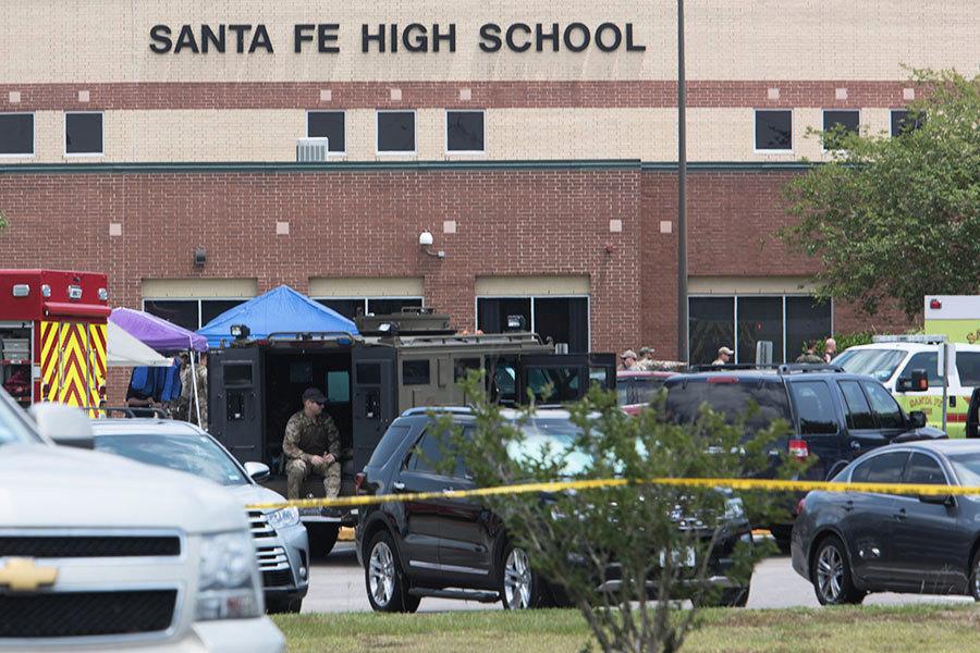 德州高中爆槍案10死多傷 校內外現爆炸物