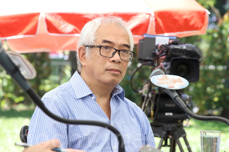 程翔指中共當局近年敵視新聞自由,香港記者在大陸採訪安全無保障,又對港府在港媒遇襲後,沒有挺身而出維護港人權益感到可惜。(蔡雯文/大紀元)