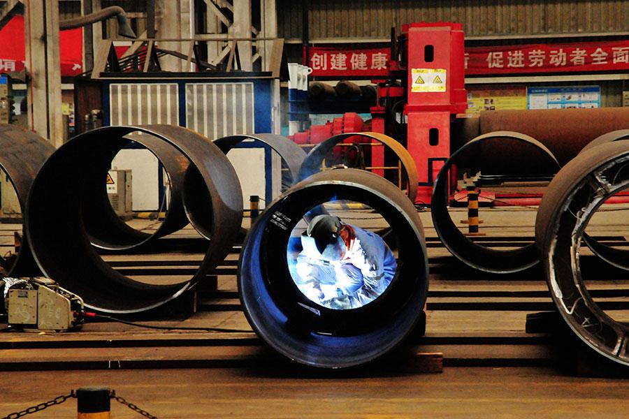 美國商務部認定越南以中國原物料生產的耐腐蝕鋼及冷軋鋼,規避美國對該等中國商品採行的反傾銷稅及反補貼稅(雙反稅),決定對越南祭出重罰。(STR/AFP/Getty Images)