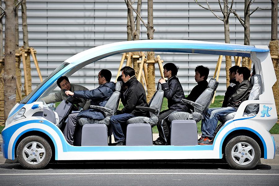中共計劃在2025年前成為全球電動車製造先鋒,然而多項研究顯示,中國發展電動車恐對環境造成更嚴重的污染。(PHILIPPE LOPEZ/AFP/Getty Images)