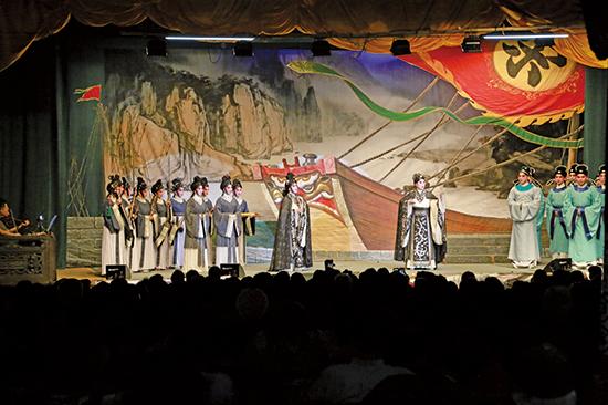 傳神的表演藝術——粵劇,演繹神話、歷史故事,內涵豐富,反映出濃厚本土氣息以及中國文化。(陳仲明/大紀元)