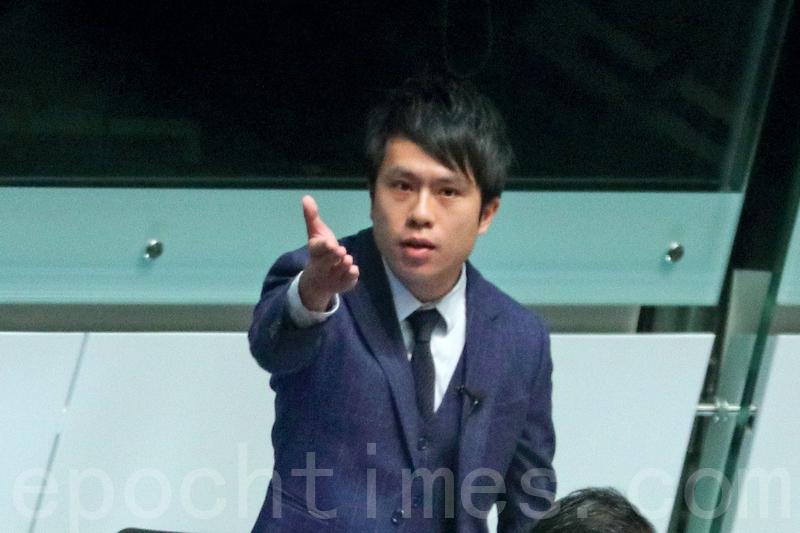 林鄭月娥昨日上午到立法會接受半小時的議員質詢,鄺俊宇批評林鄭未有就香港記者在大陸採訪時遇襲,譴責北京公安的暴力行為。(李逸/大紀元)