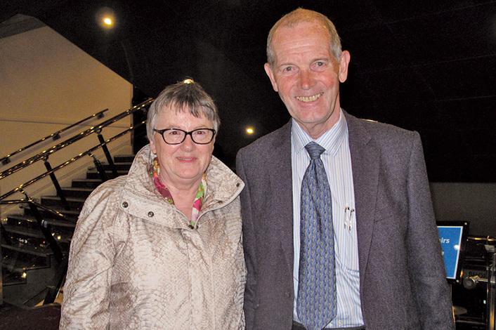 5月21日晚,Rob LittleJohn先生與太太Anna LittleJonh一起觀賞了神韻今年在愛丁堡的第二場演出。(肖憫/大紀元)