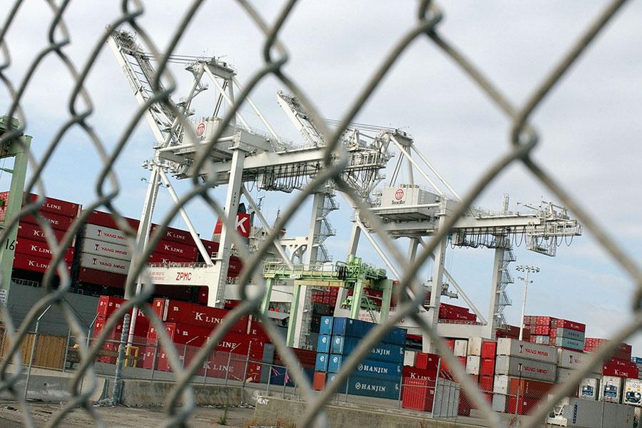 6月15日美國政府公佈對價值500億美元的中國進口產品加徵關稅的清單後,北京當局隨即公佈了同等價值的報復措施。(Justin Sullivan/Getty Images)