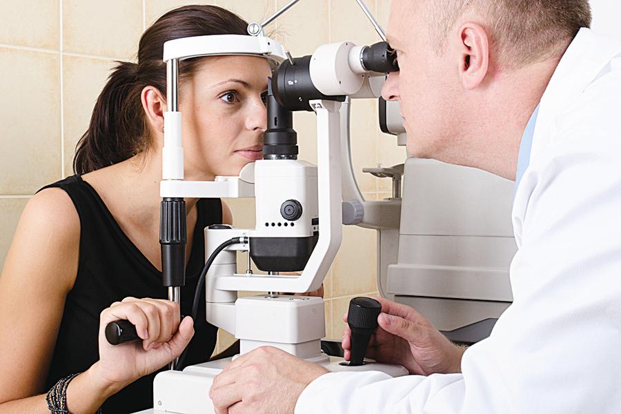 眼睛病症透露的14種健康信息