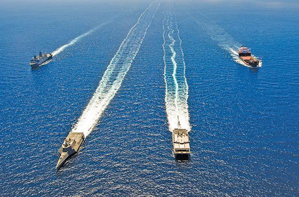 2014 年環太平洋軍演中的美國艦隊。(AFP)