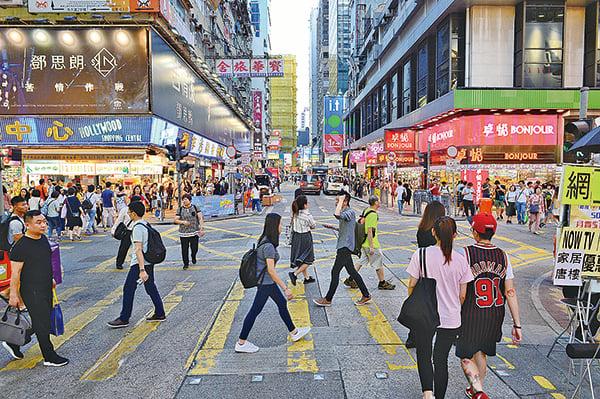 旺角行人專用區即將被取消。街頭表演者少了一處表演的地方,市民及遊客少了公共空間及娛樂地方。(宋碧龍/大紀元)
