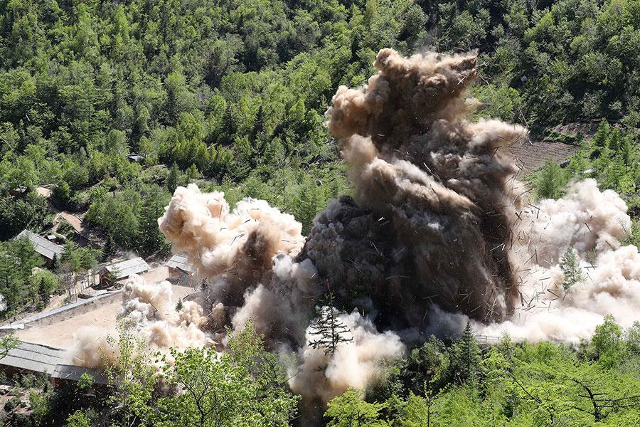 5月24日,北韓對豐溪里核試驗場進行了爆破拆除,但並沒有邀請任何國際核子專家到現場檢測。(News1-Dong-A Ilbo via Getty Images)