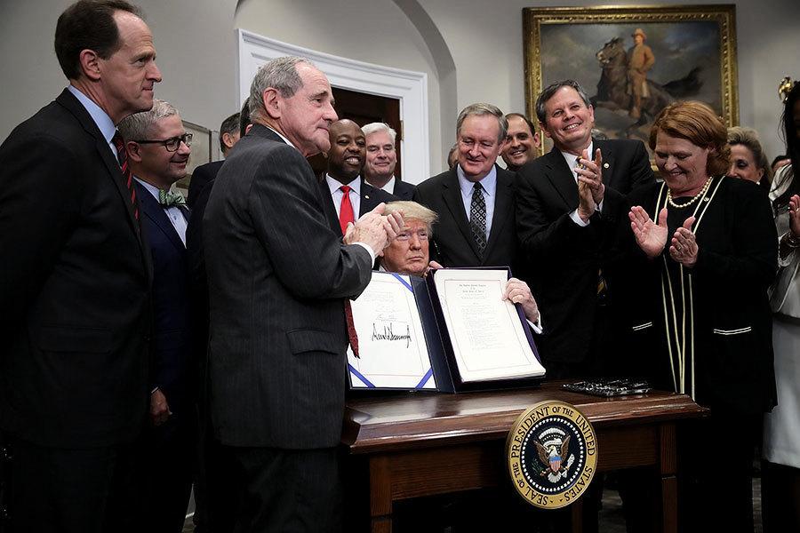 特朗普簽署法案 放鬆對美中小型銀行監管
