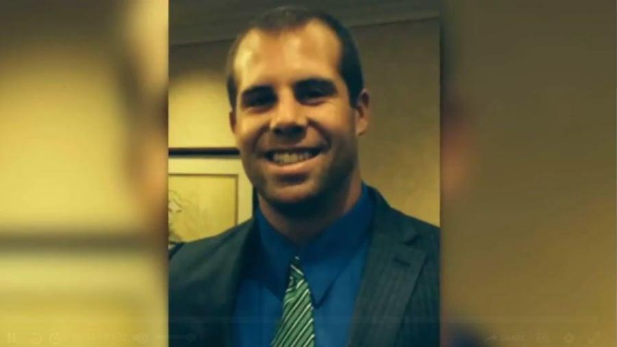 29歲的希曼(Jason Seaman)是這所學校七年級的科學老師,他為了制服槍手身中三槍,救了很多學生的命。(Fox視像擷圖)