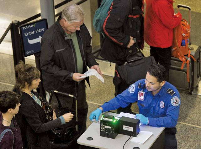 由於聯邦政府必須提前120天發出通知,告訴將不再接受他們發出的駕照,因此無法僅憑駕照登機的規定最早將在4月初開始執行。(Getty Images)