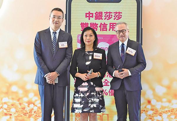 莎莎主席及行政總裁郭少明(右邊第一位)看好零售市道。