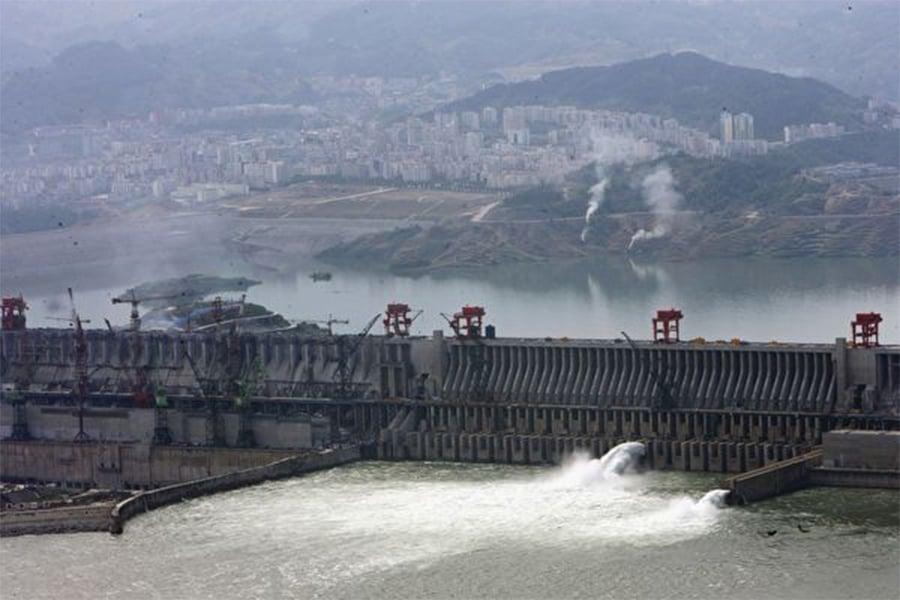 三峽工程最主要負責人曾說,三峽上馬後,解決庫區水污染要3000億。專家指出,比造三峽大壩還貴,造它幹甚麼?圖為三峽大壩資料圖片。(Getty Images)